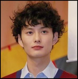 岡田将生 髪型 パーマ